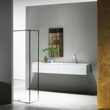 Dans une salle de bains de luxe chaque détail compte et le choix des teintes, des lignes, est primordial. Optez pour du noir et blanc, très raffiné. Le taupe apporte un esprit zen, et le marron se fait chaleureux. 😉  Salle de bains by Fantini ✨  N'hésitez pas à prendre rendez-vous sur notre site bainsetdeco.fr (Lien dans la bio) pour visiter nos showrooms parisiens dans le respect des gestes barrières ! ✨  #bainsetdeco #bathroom #design #luxurylifestyle #luxuryhomes #collection #exlusivity #showrooms #Paris #fantini #love #beautiful #luxury #deco #decorationdinterieur #interieur