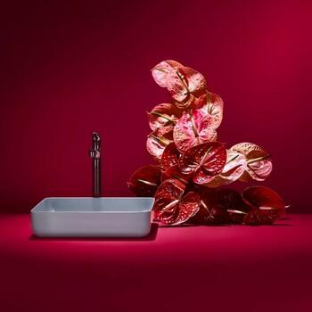 Ajoutez des détails colorés qui apportent de la vie à votre salle de bains ! 🦋  Posez nous vos questions en commentaire / message privé.  Bains & Déco vous accueille dans ses showrooms parisiens dans le respect des gestes barrières !  N'hésitez pas à prendre rendez-vous sur notre site bainsetdeco.fr (Lien dans la bio) ✨  #bainsetdeco #bathroom #design #luxurylifestyle #luxuryhomes #collection #exlusivity #showrooms #Paris #love #beautiful #luxury #deco #decorationdinterieur #interieur