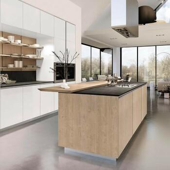 Quand la cuisine et l'art de recevoir ne font qu'un, quand le design intelligent magnifie les zones fonctionnelles, l'îlot s'anoblit et devient un meuble à part entière 😍  Bains & Déco vous accueille dans ses showrooms parisiens dans le respect des gestes barrières !  N'hésitez pas à prendre rendez-vous sur notre site bainsetdeco.fr (Lien dans la bio) ✨  Cuisine By Euromobil ✨  #bainsetdeco #bathroom #design #luxurylifestyle #luxuryhomes #collection #exlusivity #showrooms #Paris #euromobil #love #beautiful #luxury #deco #decorationdinterieur #interieur